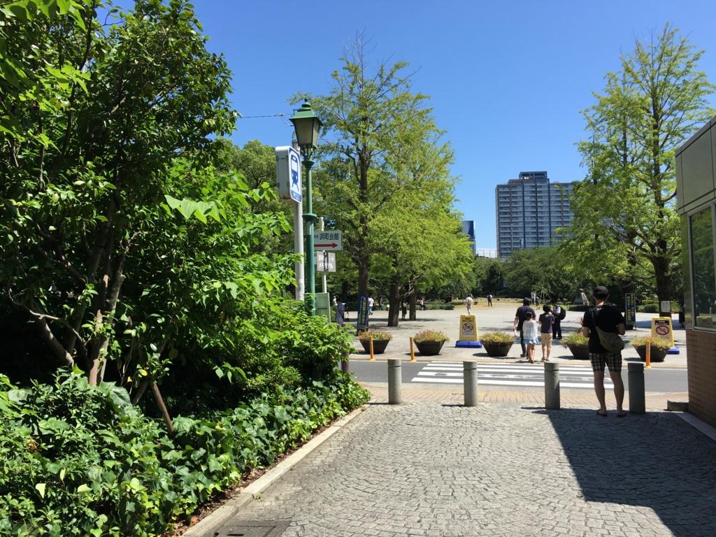 都営新宿線 浜町駅 A2出口 目の前が「浜町公園」
