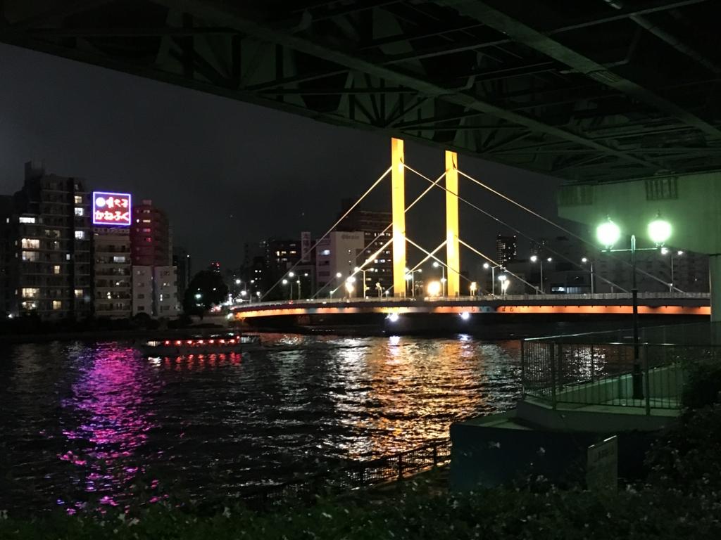 「浜町公園」夜 隅田川添いの遊歩道より屋形船