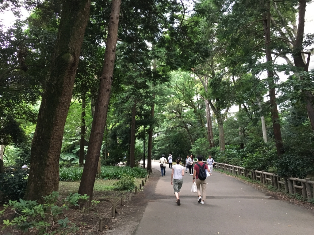 「井の頭公園」吉祥寺駅から ボート池付近 ポケモントレーナーの方達