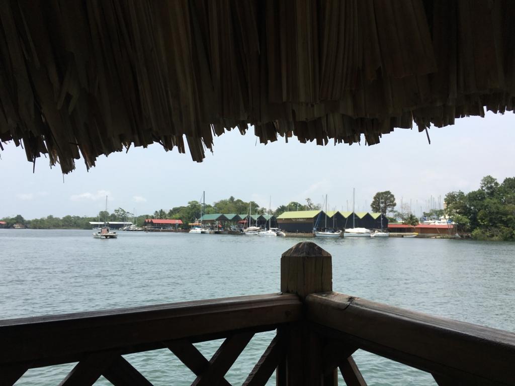 グアテマラ 「Restaurante Ranchon Mary」湖畔の風景