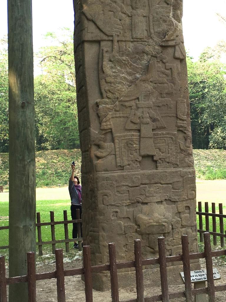 グアテマラ キリグア遺跡 石碑E 一番高い石碑