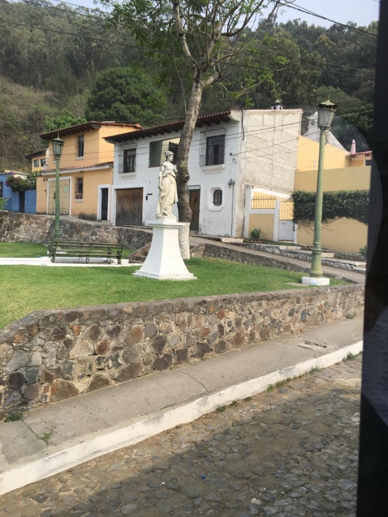 グアテマラ アンティグア 十字架の丘入り口