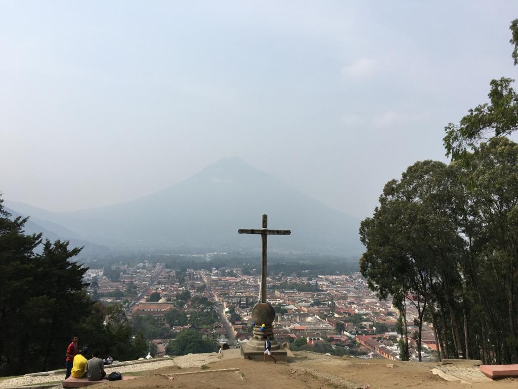 グアテマラ アンティグア 十字架の丘 曇り