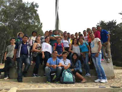 グアテマラ アンティグア 十字架の丘 現地の方と記念撮影