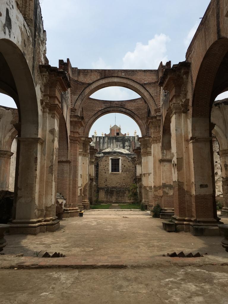 グアテマラ アンティグア 地震で廃墟になった教会