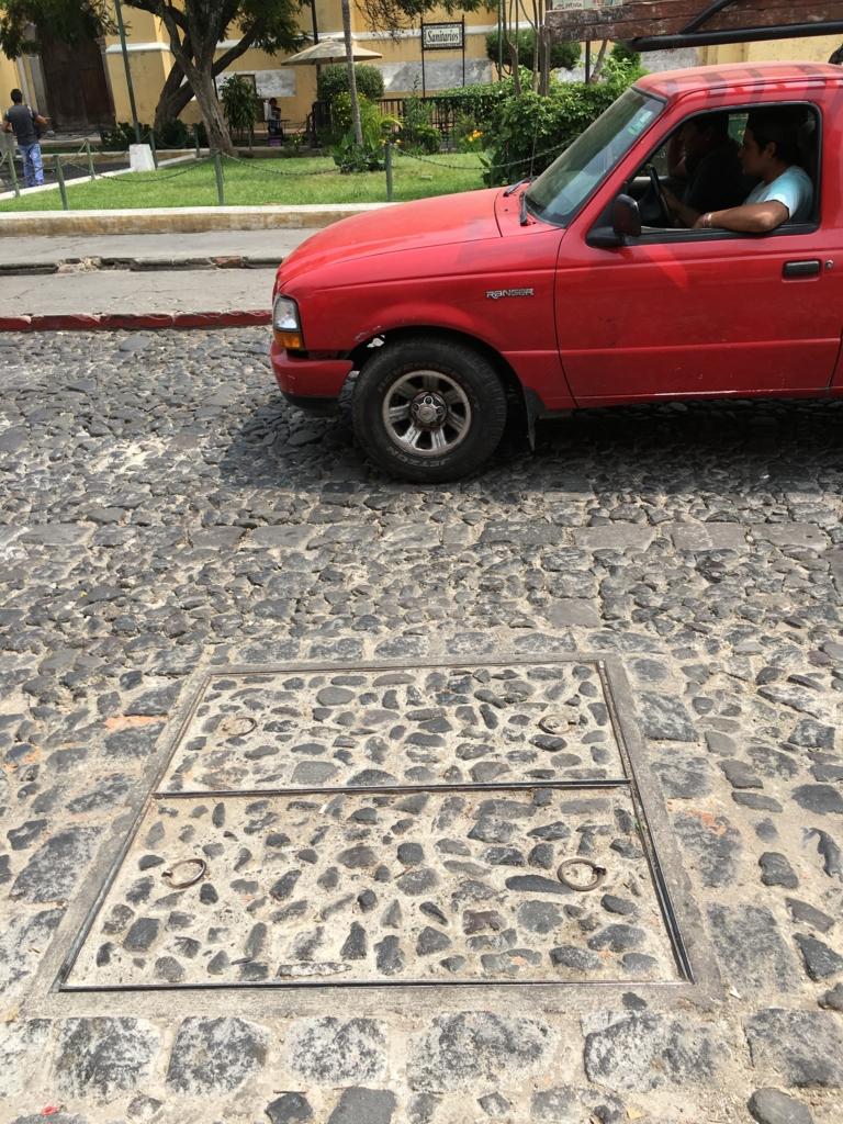 グアテマラ アンティグア 道路は石畳
