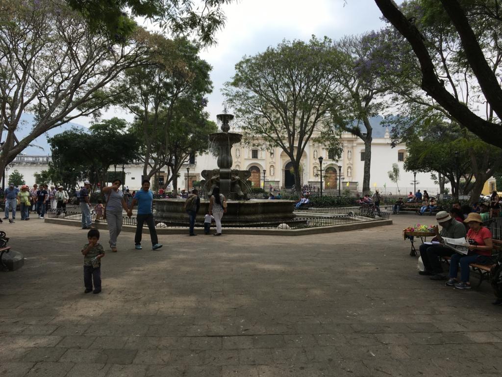 グアテマラ アンティグア カテドラル前広場