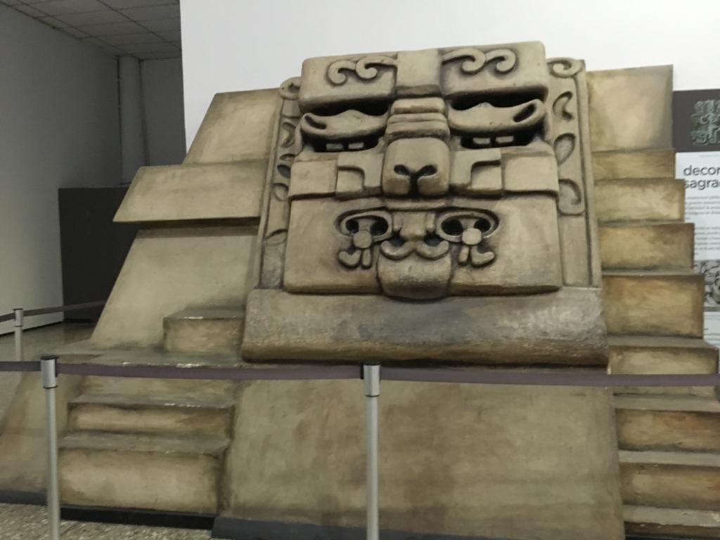 「グアテマラ考古学民俗学博物館」ワシャクトゥンの大仮面