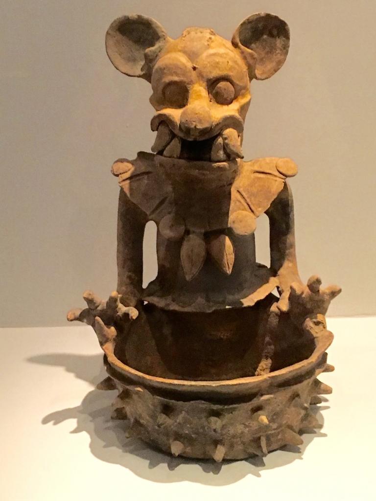 「グアテマラ考古学民俗学博物館」特別室 ジャガーの香炉