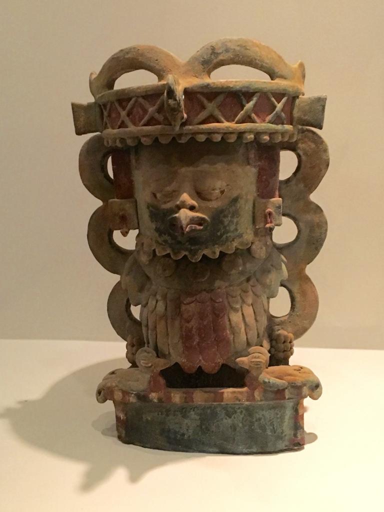「グアテマラ考古学民俗学博物館」特別室 骨壷