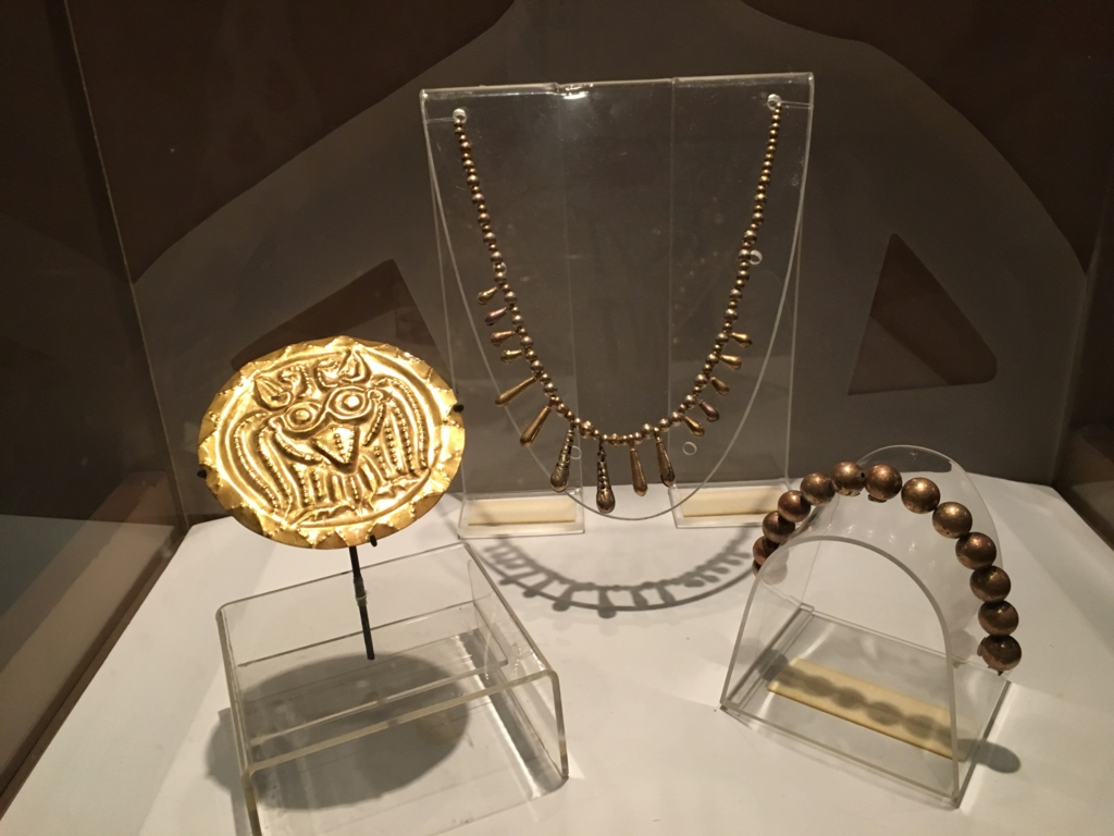 「グアテマラ考古学民俗学博物館」特別室 金製の装身具
