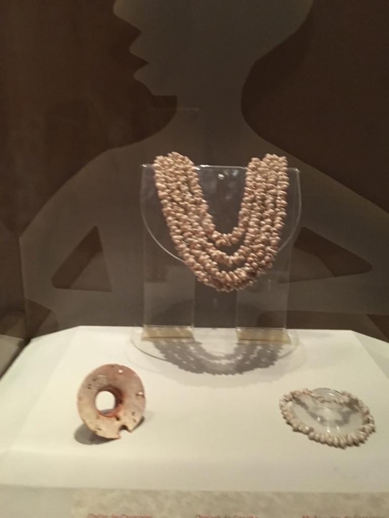 「グアテマラ考古学民俗学博物館」特別室 貝製の装身具