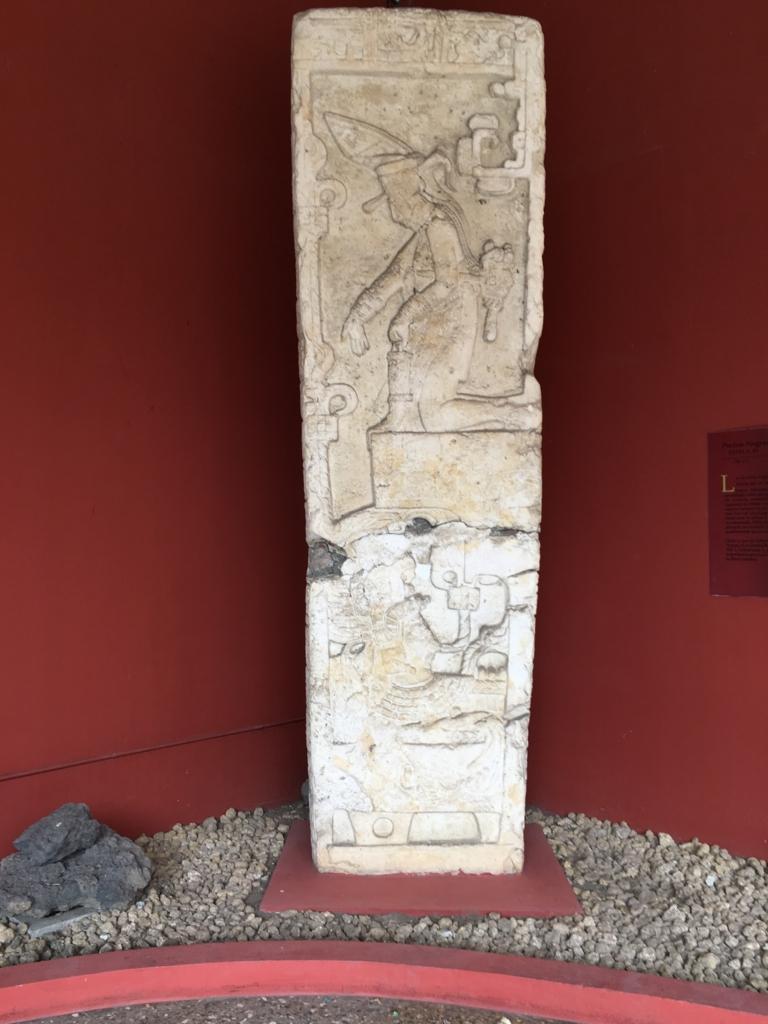 「グアテマラ考古学民俗学博物館」石碑 Piedras Negras Estela 40