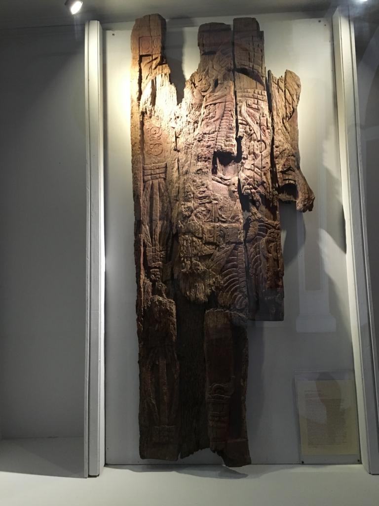 「グアテマラ考古学民俗学博物館」ティカルの木造彫刻 オリジナル