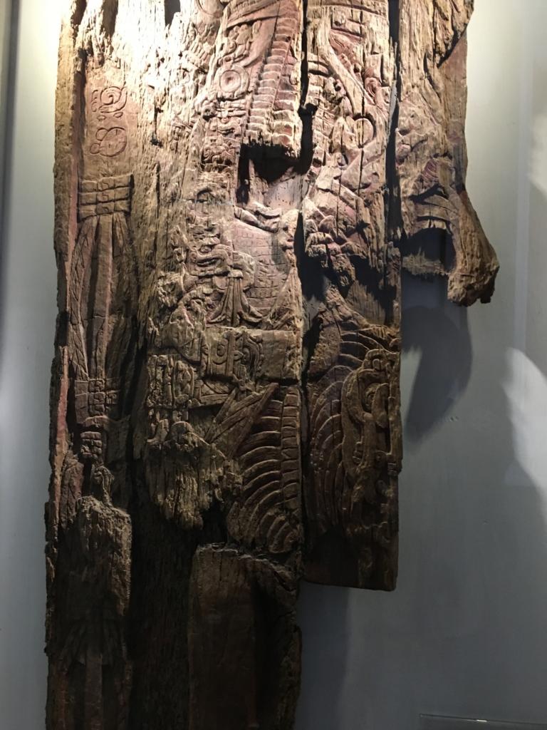 「グアテマラ考古学民俗学博物館」ティカルの木造彫刻 オリジナル 拡大