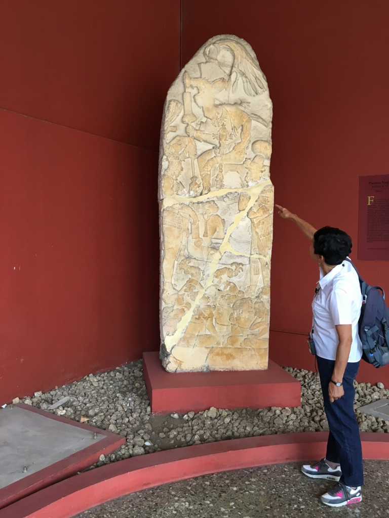 「グアテマラ考古学民俗学博物館」石碑 Piedras Negras Estela 12