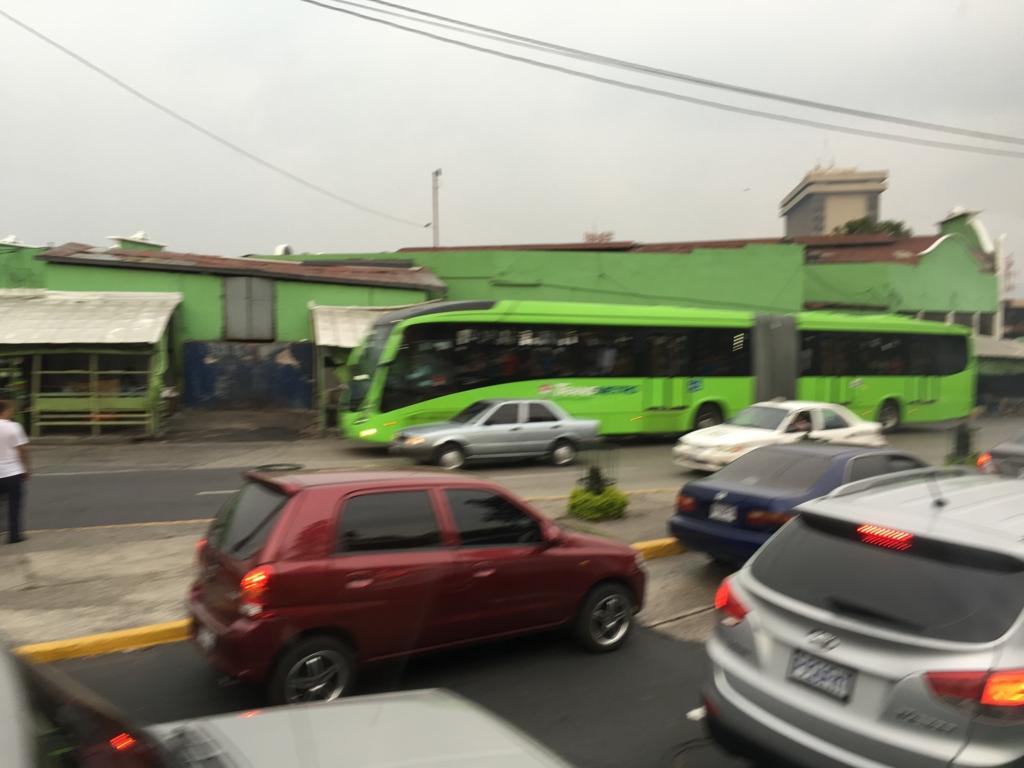 グアテマラシティ市内 連結バス