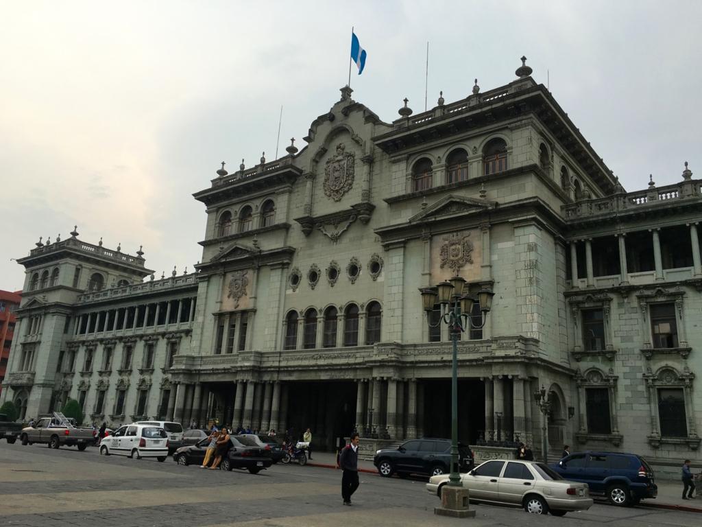 グアテマラシティ市内 国家宮殿