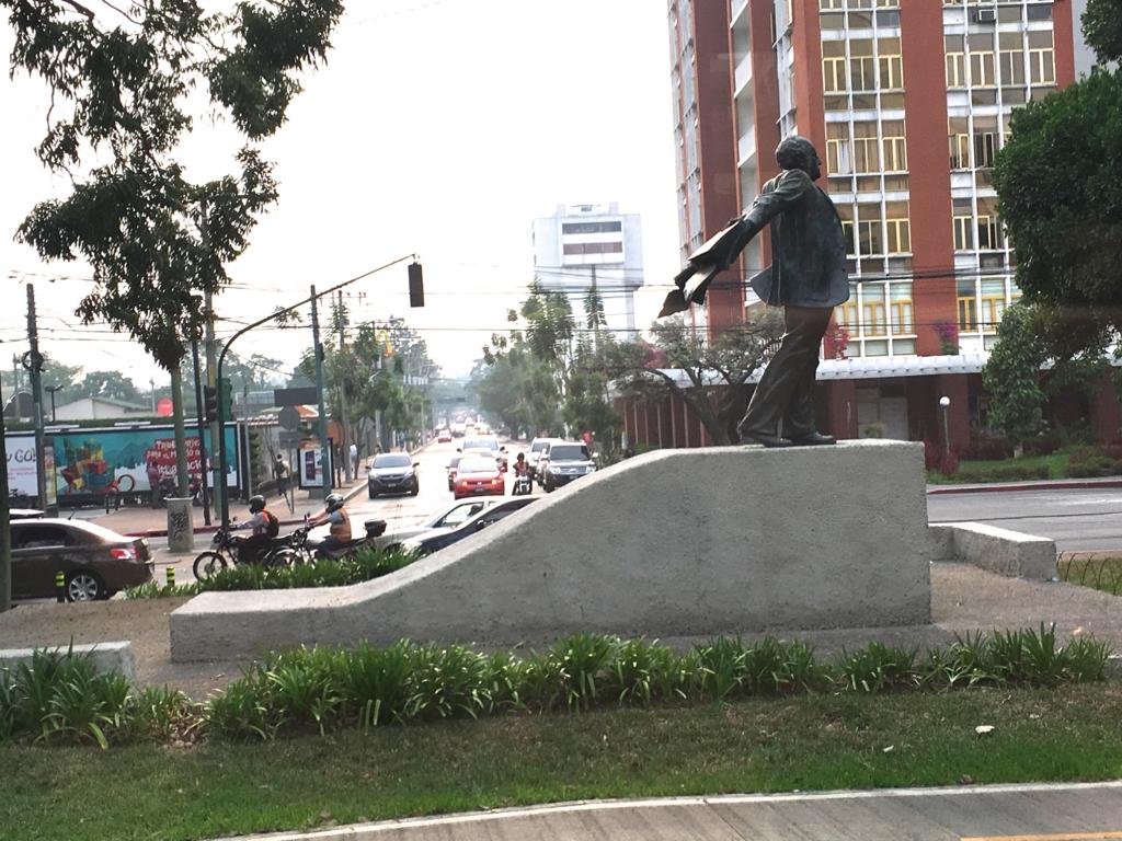 グアテマラシティ 市内  かわった石像