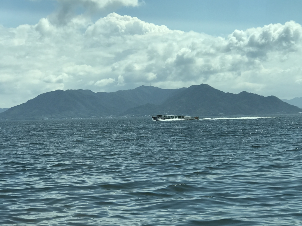 平和公園-宮島 高速船内 海へ 高速走行