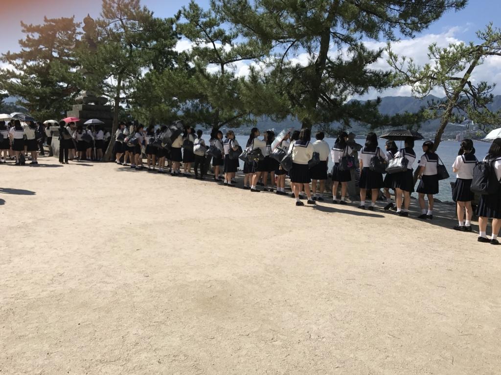 宮島 厳島神社へ 大量の修学旅行生
