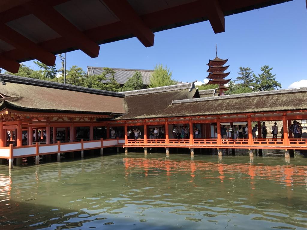 宮島 満潮時の 厳島神社より 五重塔