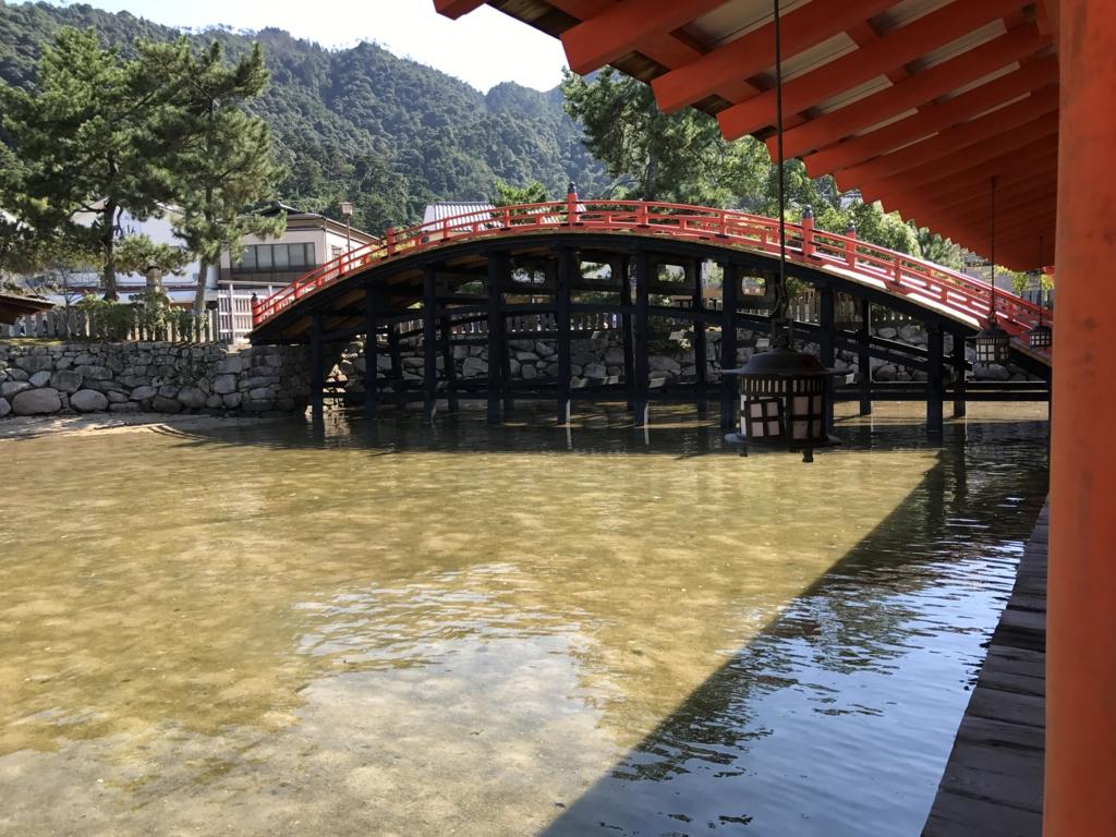 宮島 満潮時の 厳島神社 反橋(そりばし)
