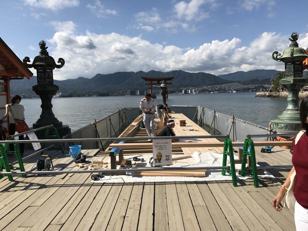 宮島 満潮時の 厳島神社 一番の写真spotでも工事