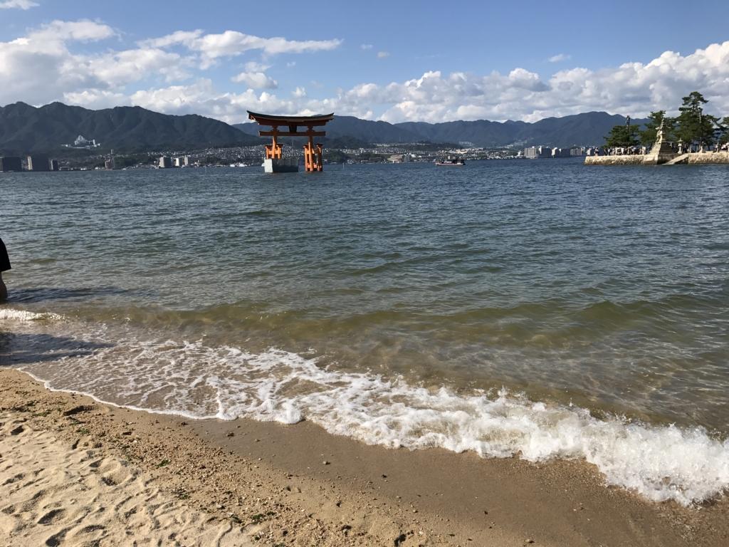 宮島 満潮時の 厳島神社付近 海岸