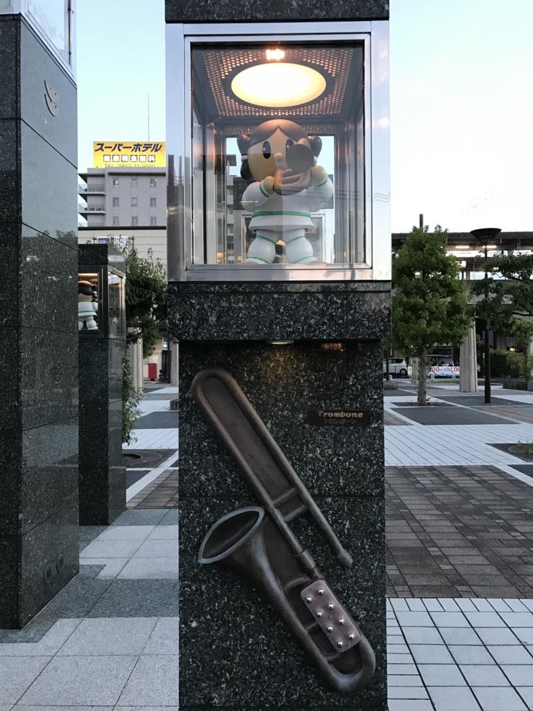JR出雲市駅 北口 カラクリ時計 演奏する人形