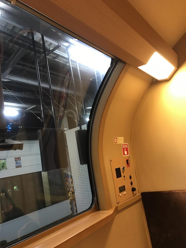 「サンライズ出雲」東京行き シングル2階席 窓