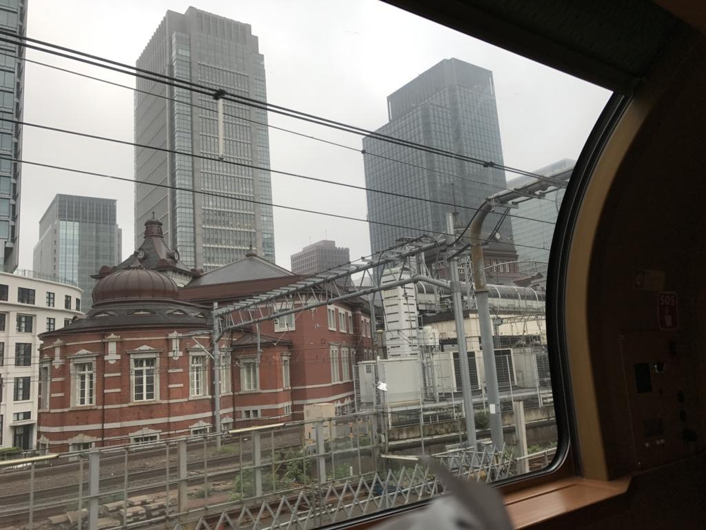 「サンライズ出雲」東京行き 窓から 東京駅舎