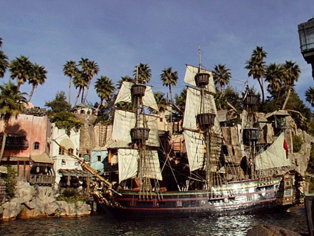 ラスベガス トレジャーアイランドホテル 昔のショーの舞台 船