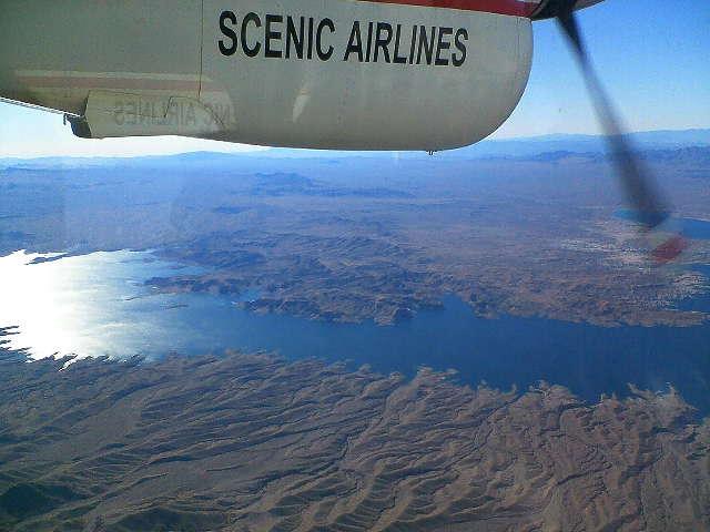 グランドキャニオンへ セスナ機上にて 湖