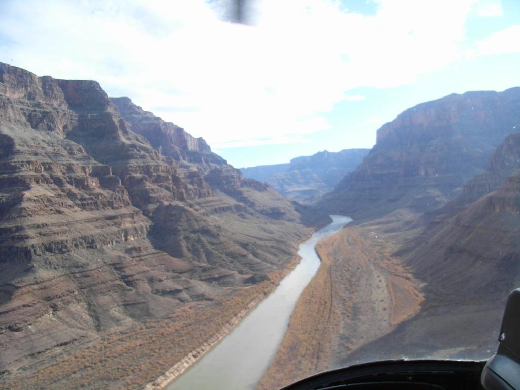 グランドキャニオン ウエストリム ヘリコプター体験 コロラド川上