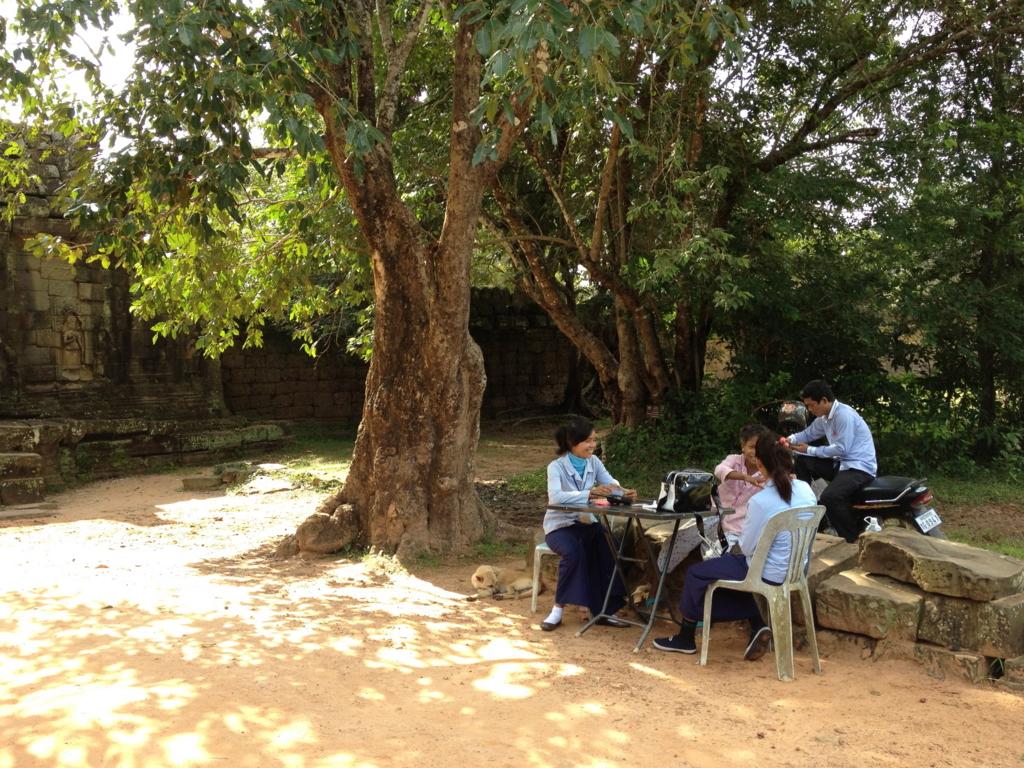カンボジア シェムリアップ 「タ プローム」遺跡 現地の方達