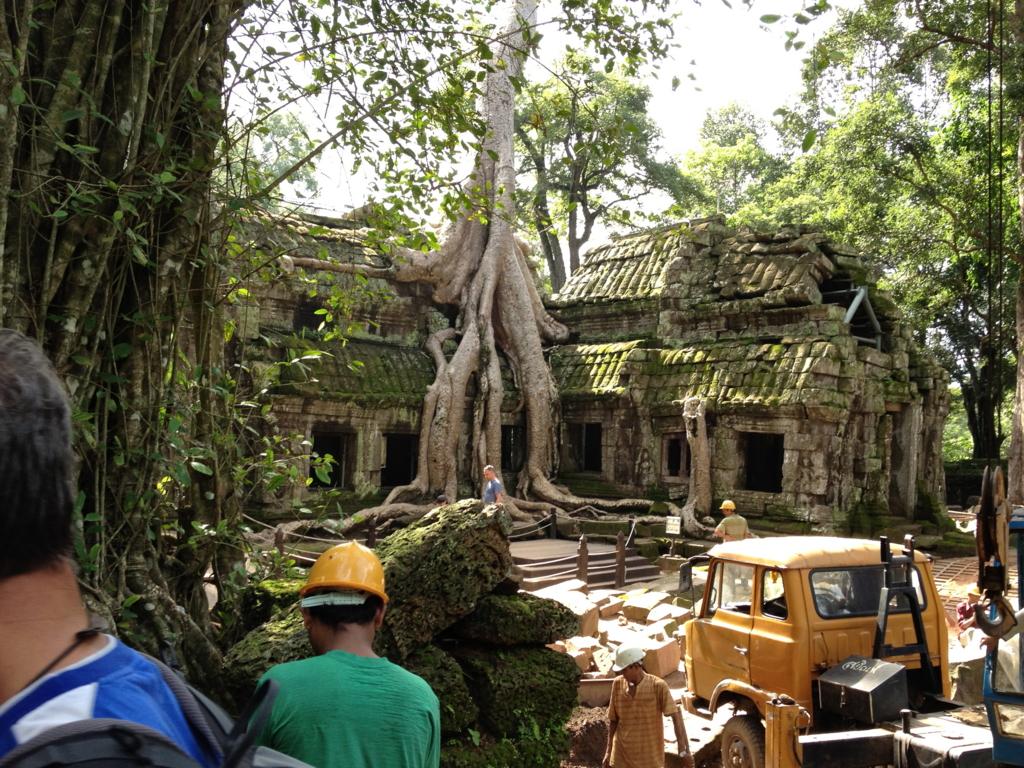 カンボジア シェムリアップ 「タ プローム」遺跡 インド政府 発掘中