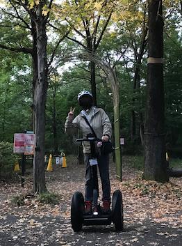 国営武蔵丘陵森林公園 セグウエイツアー 復路 木々を背景に 記念撮影