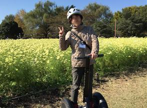 昭和記念公園 セグウエイツアー コスモス畑の前で記念撮影