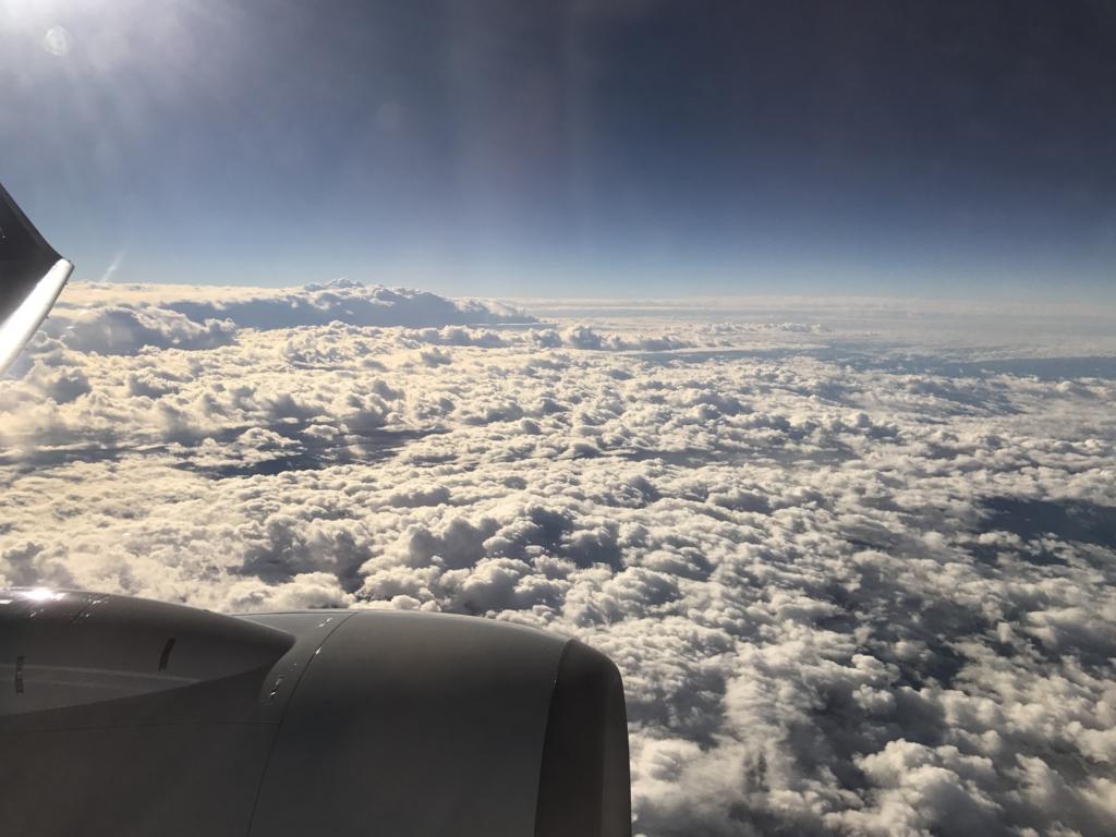 羽田空港-広島空港 機内より雲海