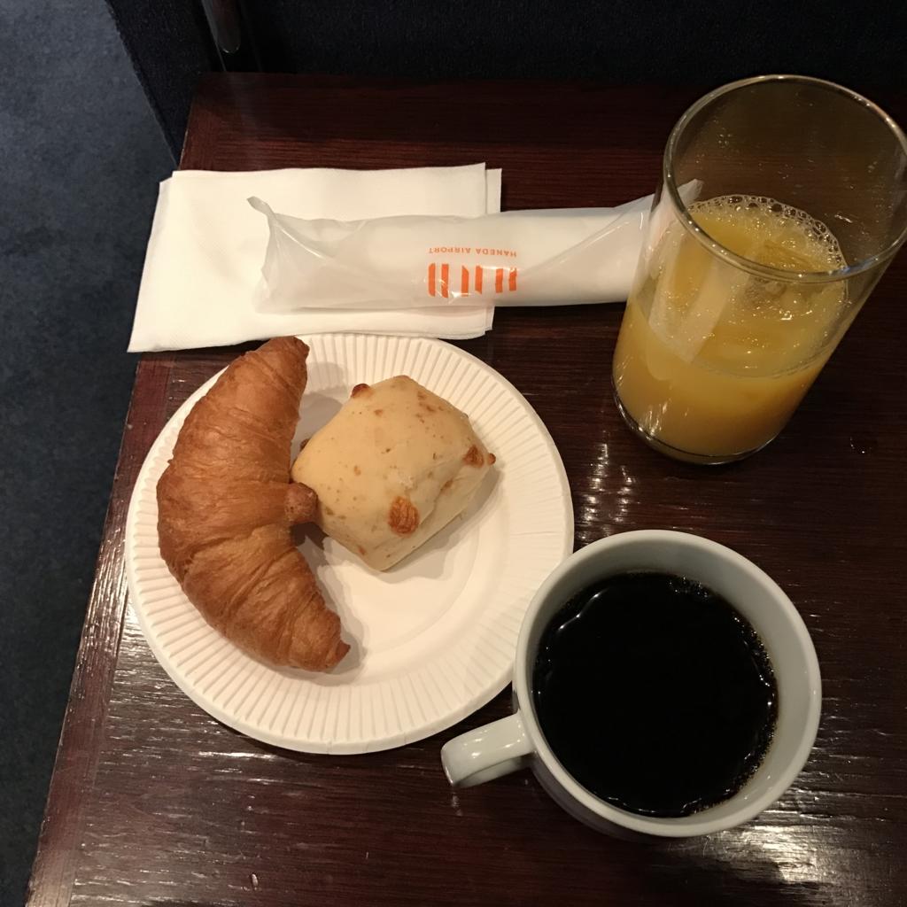 羽田空港 国内線 第2ターミナル エアポートラウンジ 北ピア にて朝食