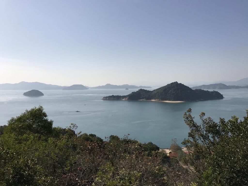 11月のうさぎ島(大久野島)展望台よりグランドへ 途中で撮影