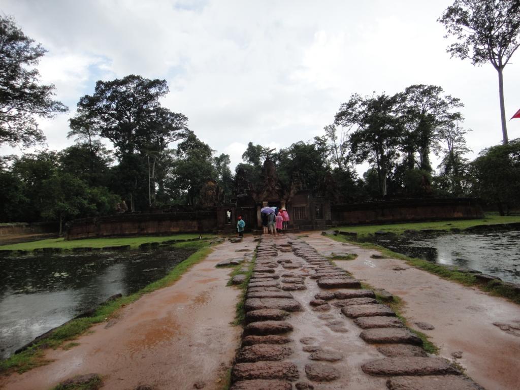 カンボジア シェムリアップ バンテアイ・スレイ遺跡 第二周壁内 参道