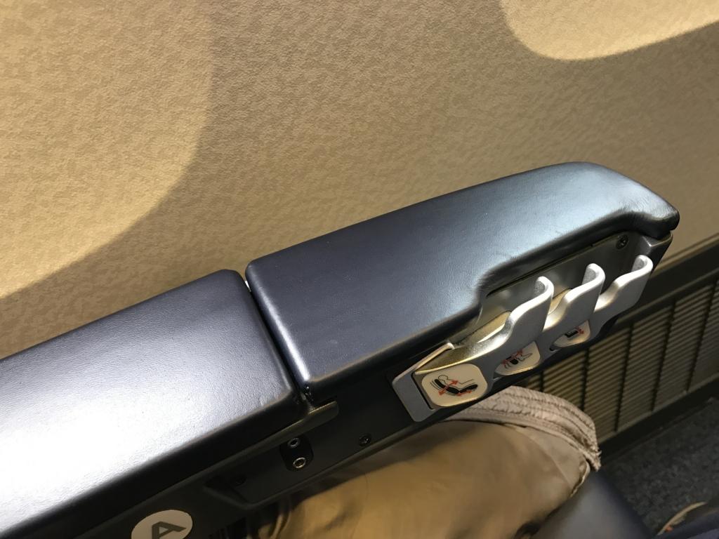 広島空港-羽田空港 ANA プレッミアムクラス 前ポケット
