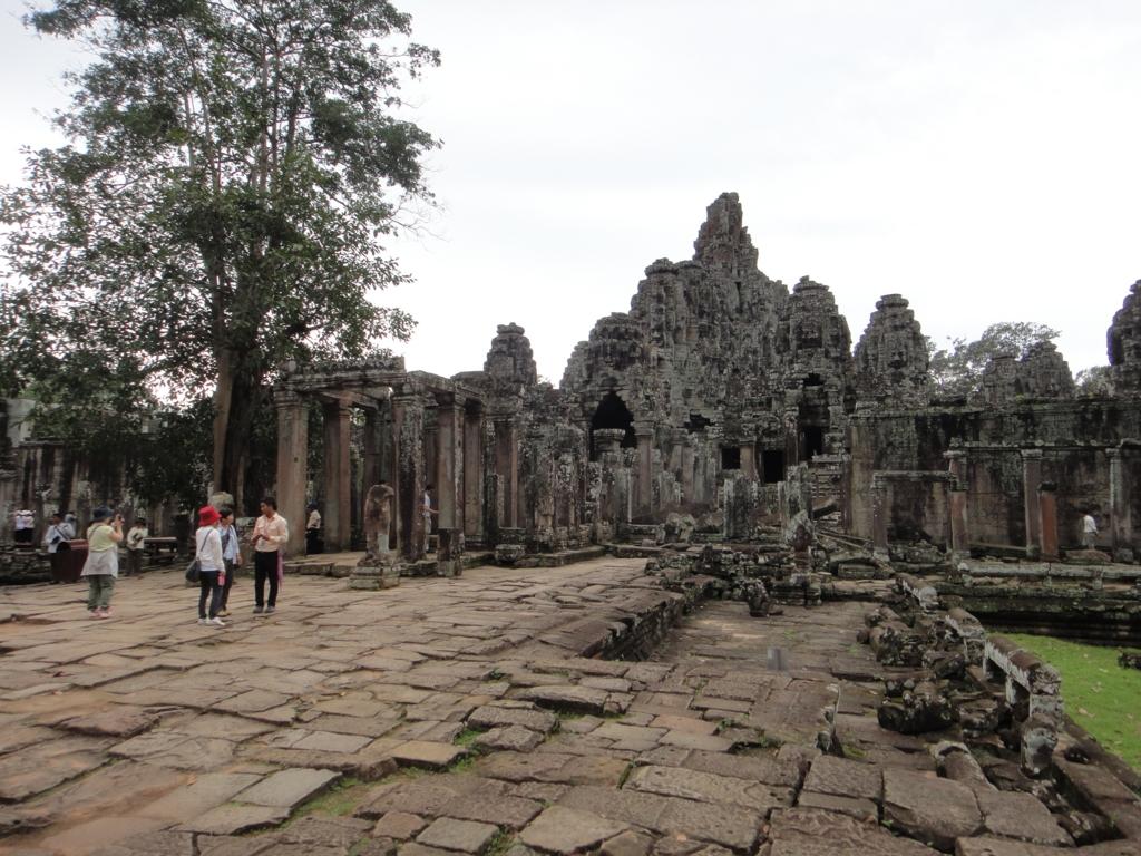 カンボジア シェムリアップ アンコール・トム遺跡 バイヨン 正面