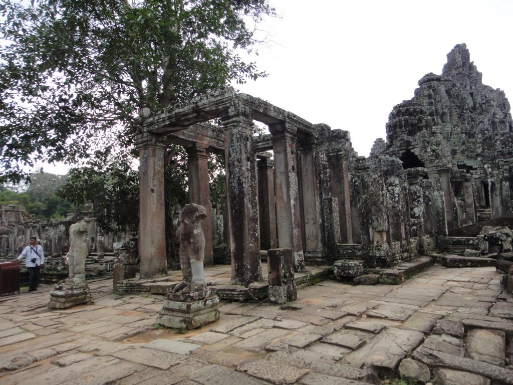 カンボジア シェムリアップ アンコール・トム遺跡 バイヨン 正面 入り口?