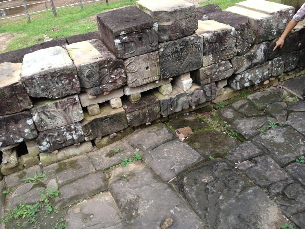 カンボジア シェムリアップ アンコール・トム遺跡 JSA 遺跡修復現場 石の模様