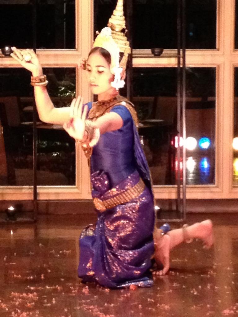 カンボジア シェムリアップ カンボジア舞踊