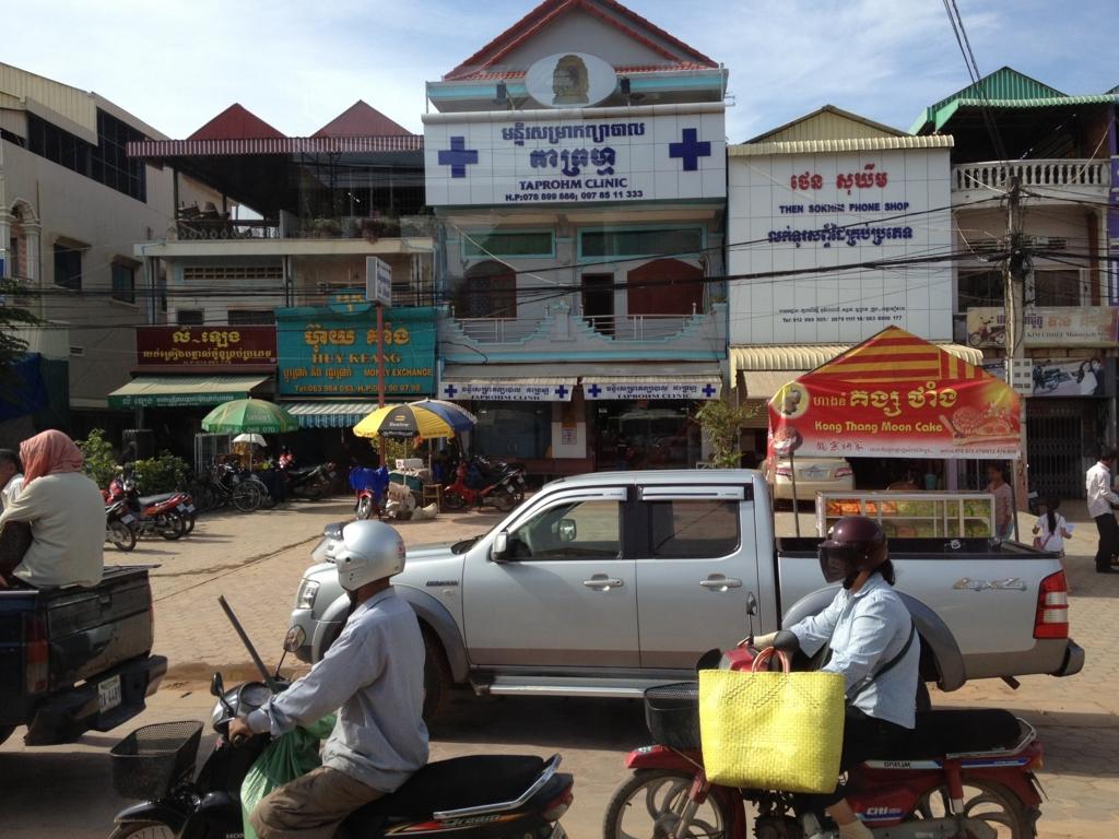 カンボジア「ベンメリア遺跡」へ移動 シェムリアップ付近 バスの車窓から