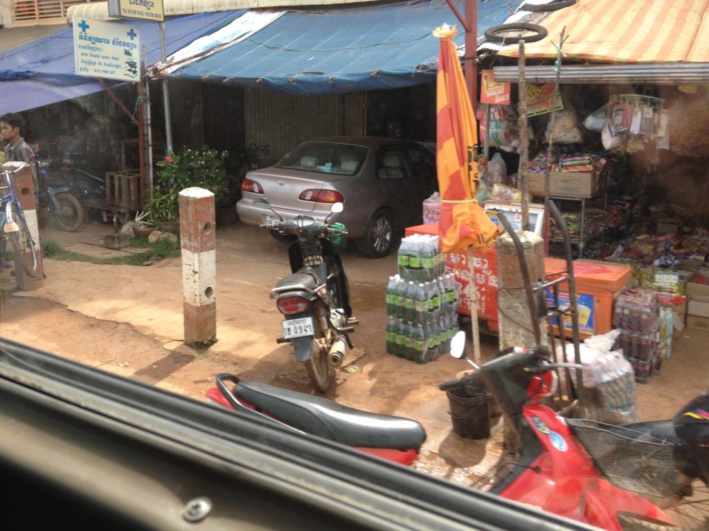カンボジア「ベンメリア遺跡」へ移動 ベンメリア付近の街